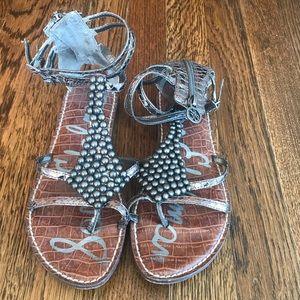 Super cute ankle sandals!